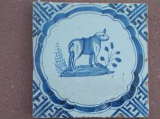 Animal tile type scalloped edge with meanders