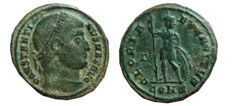 Roman Empire - Constantine I the Great (307 - 337 A.D.) bronze follis (3,14 g, 19 mm). Constantinopla mint. 327-328 A.D. GLORIA EXERCITVS. Γ/ CONS.