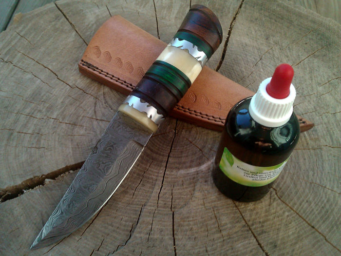 1 x Damascus steel hunting knives/outdoor/camping + 100 ml of Camellia care oil