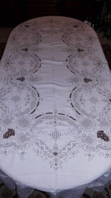 Magnificent vintage linen towel! Needle lace, nets, image of Madeira Island (Portugal), Burano lace!