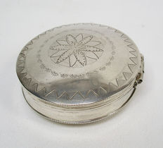 Silver peppermint box / pill box, Jan Kuijlenburg, Schoonhoven, 1837