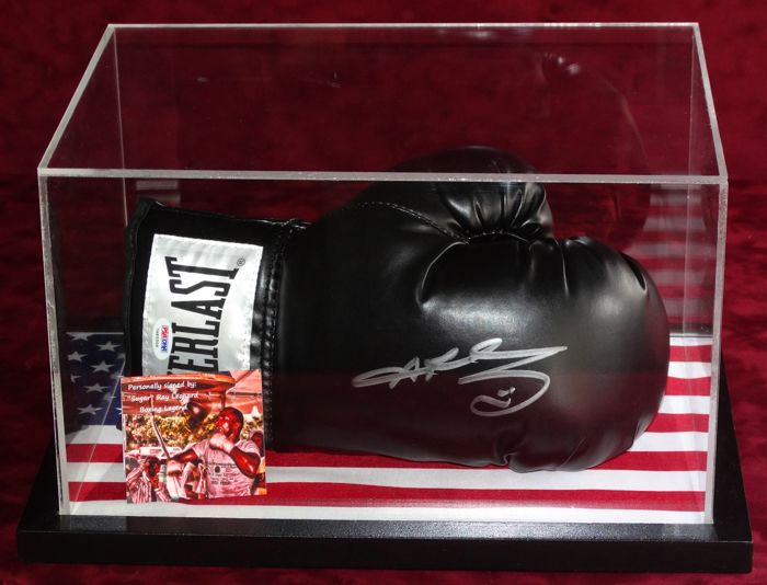 """Sugar"" Ray Leonard gesigneerde bokshandschoen in Display Case + Certificate of Authenticity PSA"