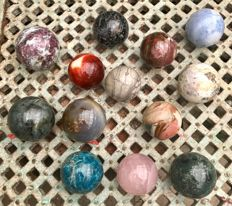 Interesting collection of Mineral spheres - 6.9 to 8.4 cm - 8.16 kg (13)
