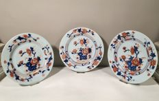 Three matching Imari porcelain plates - China - 18th century