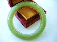 Vintage (1960s) - Massive and chunky bangle Bracelet in light green Jade coloured lucite