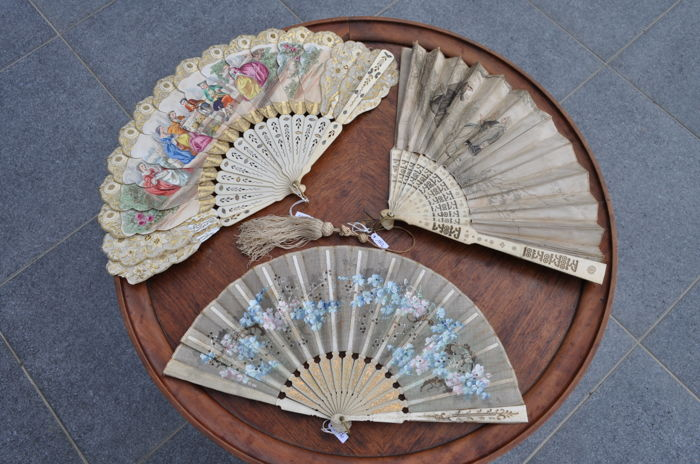 Lot of 3 fans with mounts in ivory and bone - France - 19th