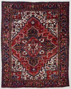 Persian carpet, Heriz, 315 x 249 cm