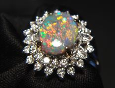 18 kt white gold ring with Diamonds and Australian Opal 1.05 ct - Ring Size - 17.5 mm inside diameter.