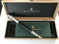 Graf von Faber-Castell Classic Ebony fountain pen. Absolute Mint condition.