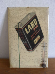 thermometer on enamelled plate - oil lab - 1980s
