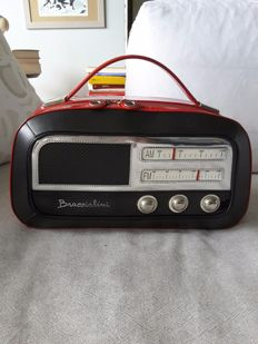 Braccialini bag, Radio model. Italy. Can be held in the hand or on the shoulder.