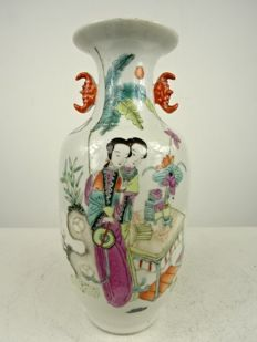 Small baluster vase with figurative painting - China - 1st half 20th century