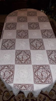Very old and rare banquet tablecloth in linen worked with file net embroidery, Portugal, 1940 (2,65m x  1,65m) 100% linen