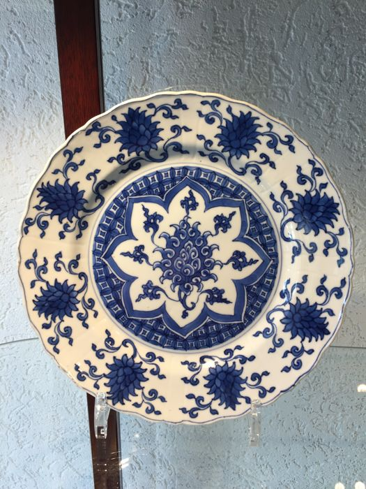 Beautiful plate marked Hsüan Tê - China - around 1700 (Kangxi 1662-1722)