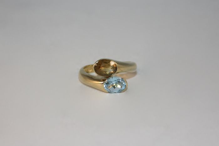 18 kt gold contrarié ring with azure topaz and citrine topaz - Size: 15