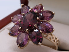 Certified gold ring with a flower made of tourmaline – 4.38 ct in total. **No Reserve**