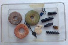 Lot of excavation beads and parts of jewellery from Carthage (12)