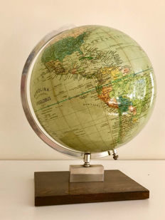 Beautiful Berolina Erdglobus globe from 1957