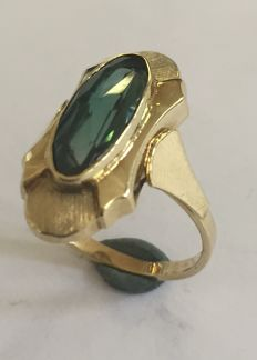 50s Gold ring with syntethic green spinel.