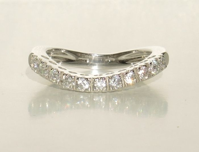 18kt white gold curved riviere ring with cubic zirconia – size 551/2