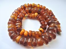 Baltic Amber necklace old honey butterscotch egg yolk colour, 76 gram, ca. 1950-1960's
