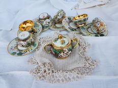 Set of six ceramic espresso cups and sugar bowl with 18 kt gold decorations, CapodiMonte 1950s