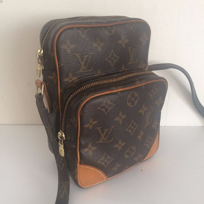 d8f4ab1aa9cd Louis Vuitton – Amazon – Messenger   cross-body bag - Catawiki