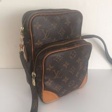 Louis Vuitton – Amazon – Messenger / cross-body bag