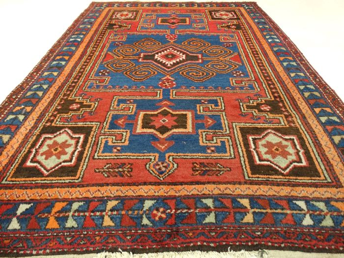 "Hamadan - 193 x 124 cm - ""Persian rug of warm shades - In beautiful condition"" - With certificate."
