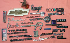Collection of car emblems - Among other Chevrolet, Austin, Saab, Volvo