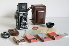 Ikoflex Ic + close-up lens + filters and lens hood (around 1955)