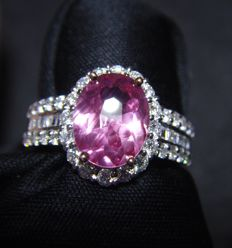 18 kt white gold ring with Diamonds and Pink sapphire 2.14 ct - Ring Size -17.5 mm inside diameter
