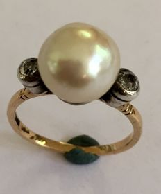 Gold with silver ring with 2 Bolshevik diamonds and a cultured Akoya pearl of 9.5 mm