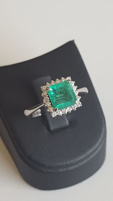 18 K White Gold Diamond Ring With Emerald, size: 18mm