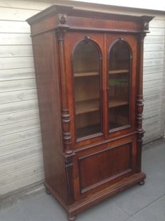 A Historismus walnut bookcase with carving and twisted columns - Germany - circa 1840/50