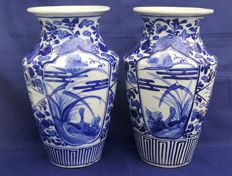 A set of Imari vases (26 cm) - Japan - late 19th, early 20th century