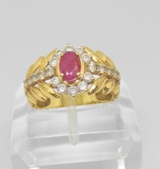 18 kt Yellow gold cocktail ring with ruby and zirconias Measurement: 18 mm interior