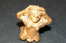 Pre-Columbian art in tumbago. Woman giving birth. Height mm 41, weight gr 17,12