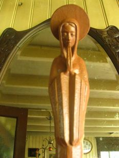 Sleek art deco stylised statue of Mary in the praying position - Paul Sersté (1910-2000) - terra cotta