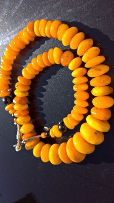 Antique egg yolk Amber necklace, 187 grams.