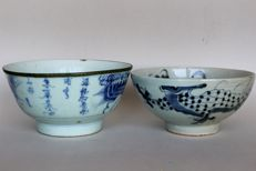 Two bowls white-blue porcelain, One marked Cheng Hua and one with dragon - China - 19th century
