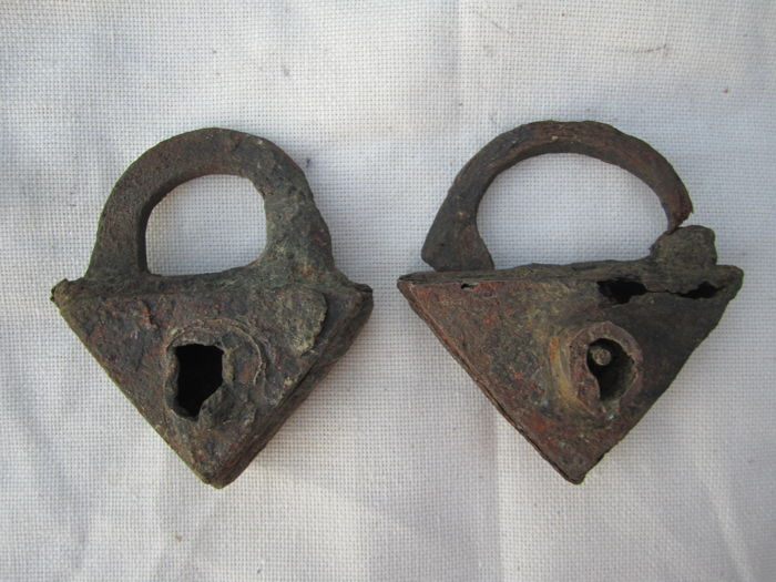 Triangle medieval locks (2)
