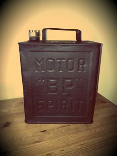 BP Motor Spirit  - oil can made of tin - 32x25x15 cm - around 1936