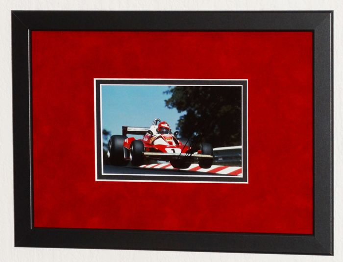 Niki Lauda origineel gesigneerde foto - Premium Framed + Certificate of Authenticity