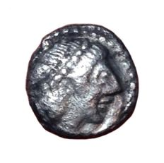 Greek Antiquity - Italy, Syracuse, 2nd Democracy under Gelon or Hieron I c. 480-475 BC - AR Pentonkion-Obol (9mm; 0,55g.) - Head of Arethusa / Wheel - SNG ANS 118; SG 930