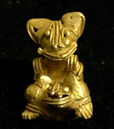 A rare Tumbaga Gold , zoomorphic artifact , Colombia ,  Tairona Culture ,  38 x 25 x 29  mm ,  17,48 grams ,   A female monkey giving birth in the jungle