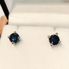 Diamond earrings, blue / 18 kt white gold / 1.08 ct in total