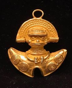 Tumbaga Gold , artifact , Colombian , Tairona  Culture - 38 x 32 x 7 mm , 10,7 grams, A pendant of an amulet with a Grand Shaman