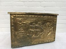 Copper foil beaten peat chest - Netherlands - early 20th century.