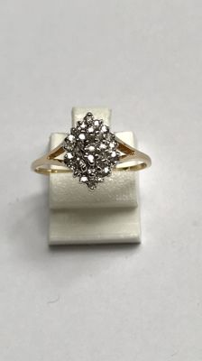 Gold ring with 31 brilliant cut diamonds set in white gold. Ring size 18.25 mm (57). No reserve